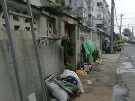 小区环境问题被曝光:废品杂物乱堆卫生状况差