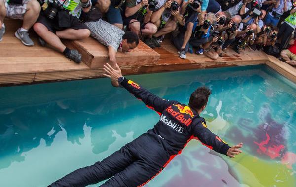摩纳哥站里卡多夺冠跳水狂喜
