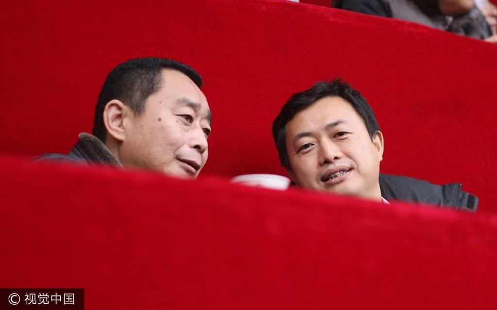 2012年11月3日,阿尔滨老板赵明阳和实德俱乐部前总经理元万中并肩观战实德告别赛