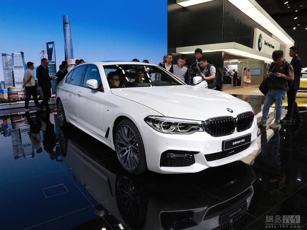 上海车展亮相的新一代宝马5系长轴版M运动套装