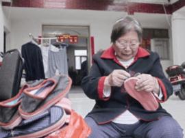 老太洪来林:亲手缝制40双布拖鞋送给福利院老人