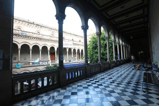 巴塞罗那大学教学楼内