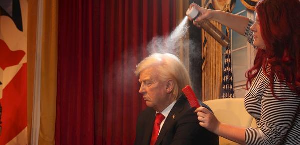 特朗普蜡像美发:一天用30瓶发胶做造型