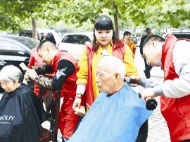 灵宝市义工联盟8名成员 志愿服务迎重阳