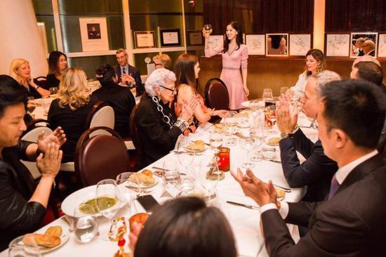 章泽天举办私人时尚晚宴 把美国半个时尚圈都请来了