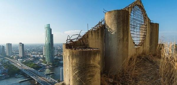"""曼谷烂尾""""幽灵塔""""搁置20年未修复"""
