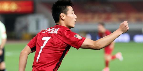 武磊奥斯卡双双建功 上港2-0苏宁夺回榜首