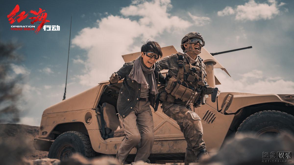 队长张译带记者海清逃离爆炸点