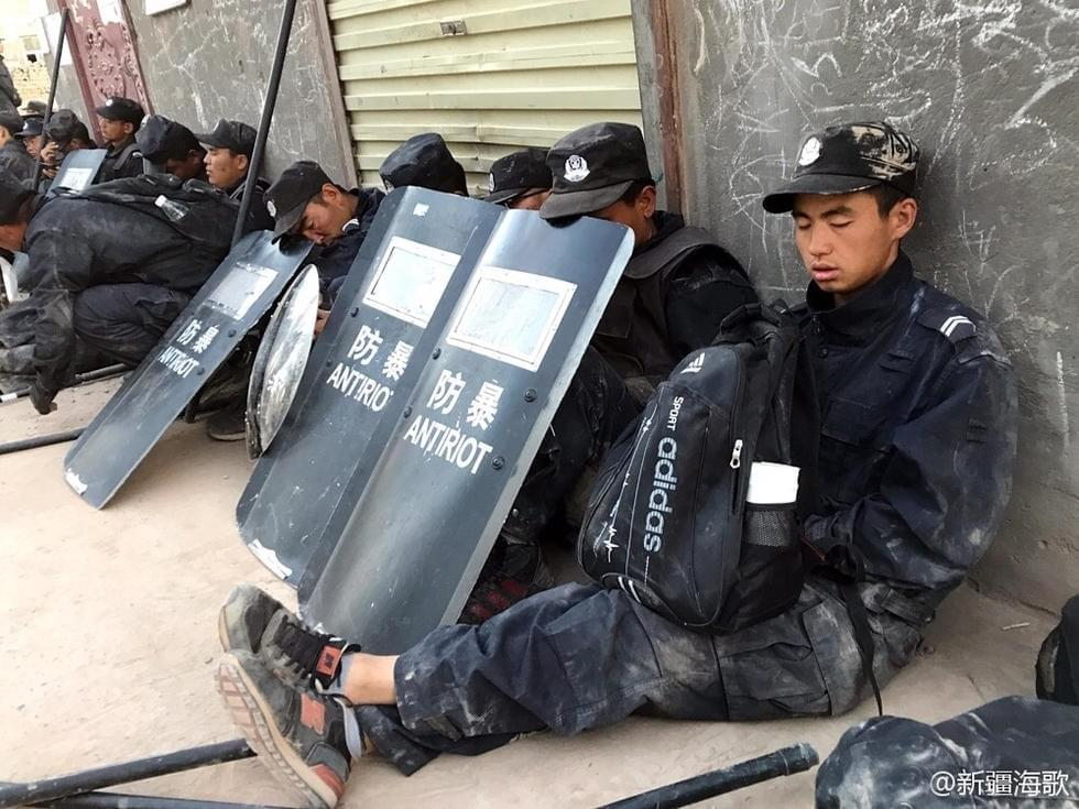 新疆警察的普通照片,却感动了无数网友
