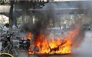 豪车街头起火烧成废铁