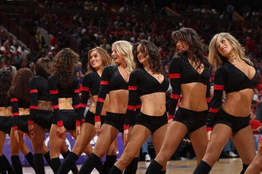 NBA啦啦队竟不能穿内裤?原因令人愤怒!