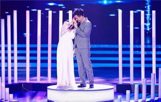 陈龙章龄之夫妻深情对唱 举手投足间都是藏不住的浓浓爱意