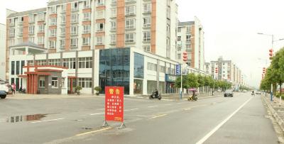 小区成练车场 物业:制止不住就收费