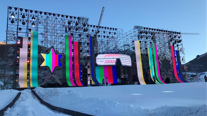 将滑雪道搬上舞台 北京卫视跨年舞美还有这种操作
