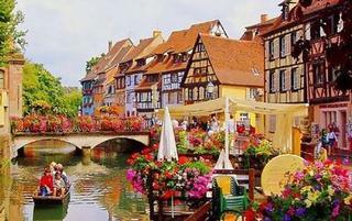 这些小镇被鲜花占满