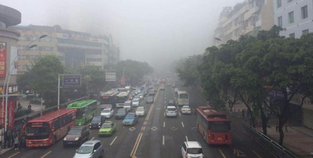 泸州16日晚发布大雾橙色预警 请谨慎出行