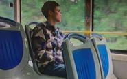 """深圳男子公交与女孩对视 称被""""偷""""了东西"""
