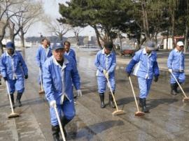 """长春南湖公园迎""""五一""""集中清洁"""