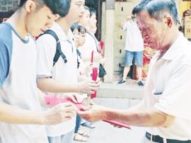 """漳州霞东书院连续十年捐资助学 撑起""""爱的蓝天"""""""