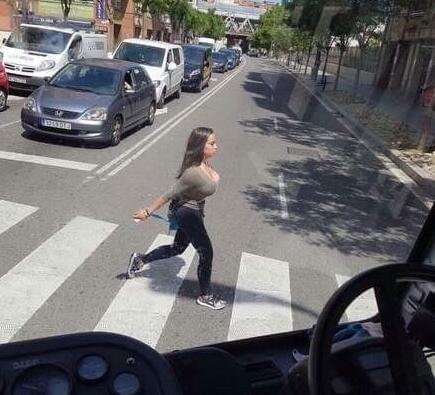 轻松一刻:请注意!今天起,街上将会越来越少美女图片