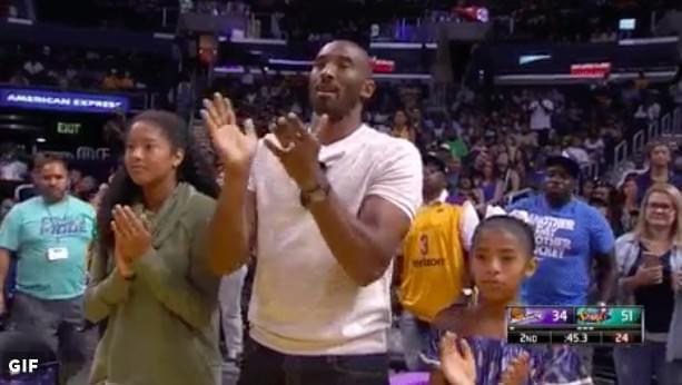 父亲节科比仍带孩子看女篮 致敬传奇得分新纪录