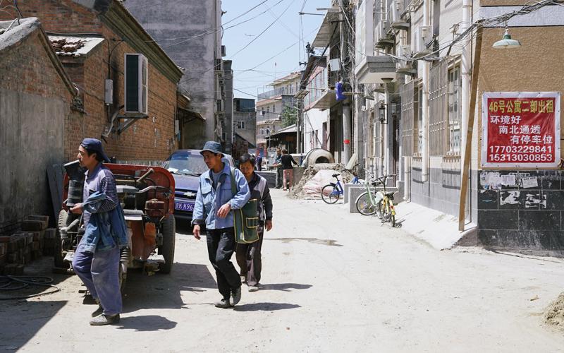 北京东北五环与六环之间有个村子叫皮村,皮球的皮、皮鞋的皮,村子的村、农村的村。