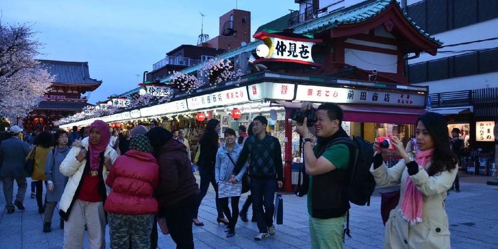 访日外国游客消费额呈西高东低趋势
