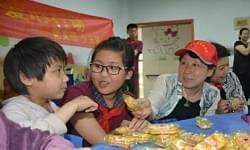 国际城小学福利院献爱心