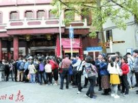 外地游客响度排队三个钟 只为叹到正宗广州早茶