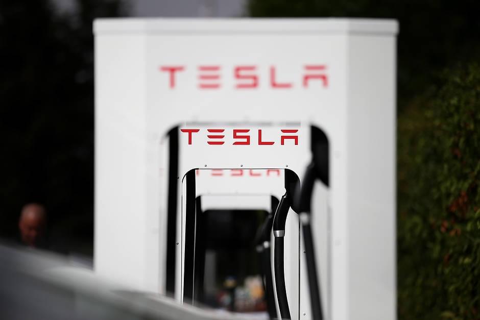 """特斯拉电动车在华很难""""跑远"""" 充电不便是主因"""