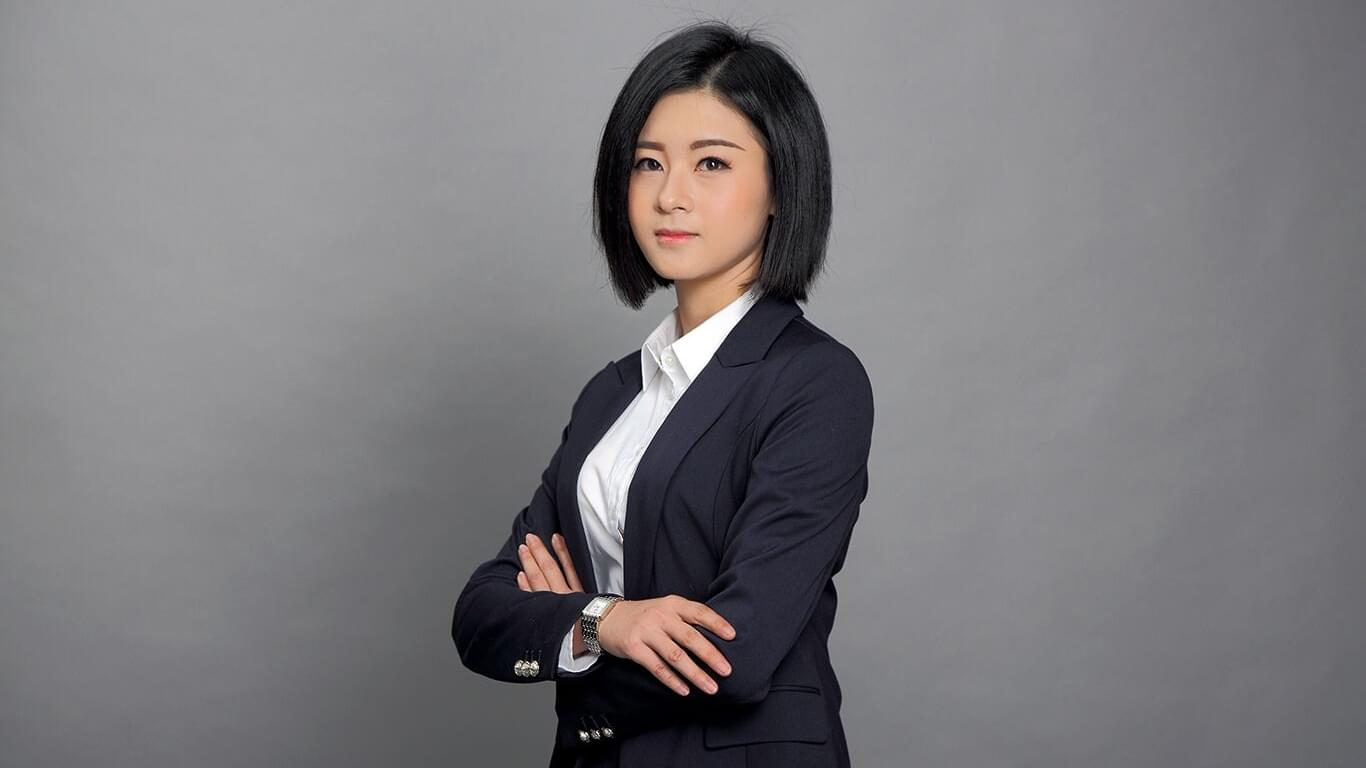 南宁80后美女律师颜值高