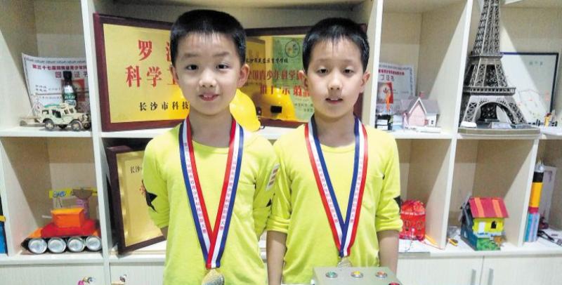 赞!10岁双胞胎兄弟发明多电梯运行平稳性监控系统