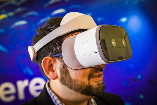 联想谷歌推新款VR头显:低于400美元,二季度上市