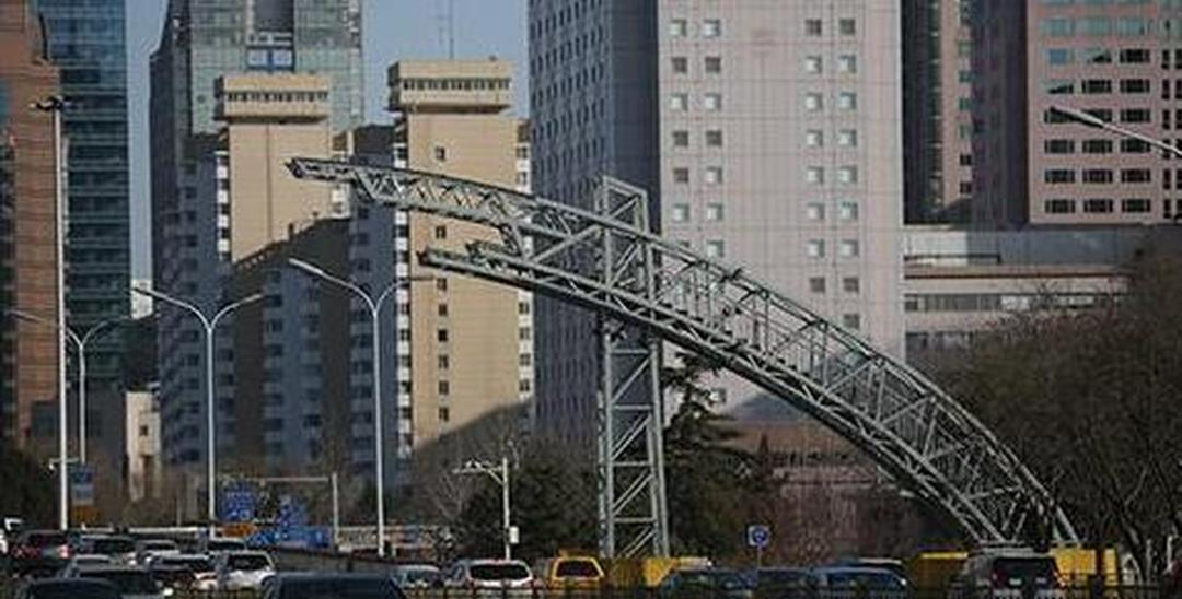 长安街新彩虹门主体结构完工 月底前回归