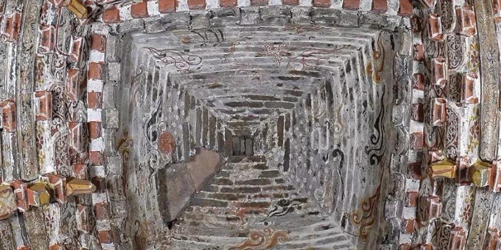 长子县发现800多年前金代壁画墓的石磨