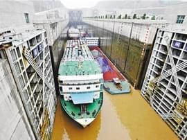 连续14年高效运行 三峡船闸累计货运量突破10亿吨