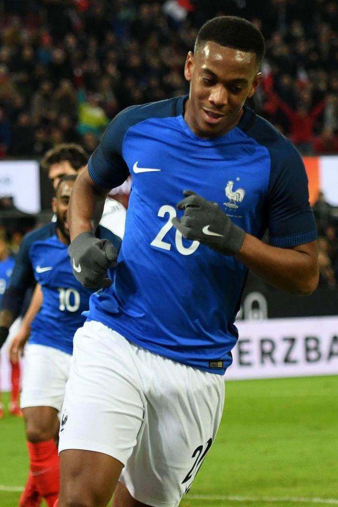GIF-法国9脚传球撕碎德国防线 马夏尔过人如过桩
