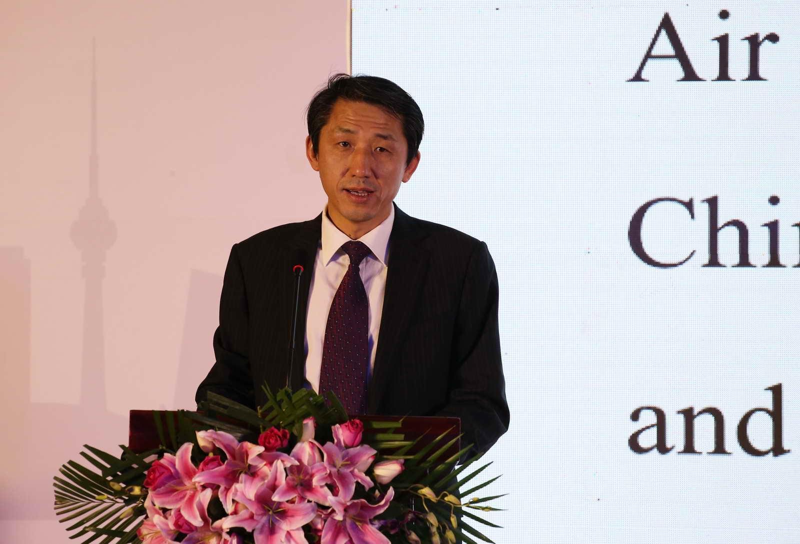 中国航空集团公司副总经理侯绪伦致辞