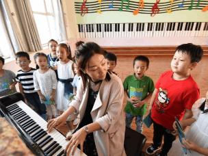 邯郸:一年级新生畅游校园迎接小学生活