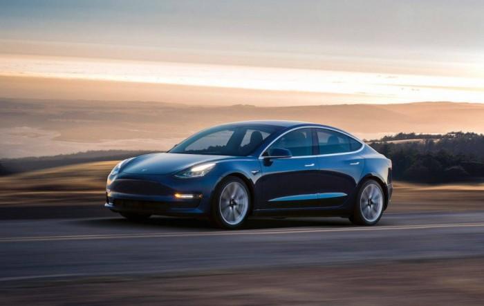 马斯克:拟7月份投产双电机版特斯拉Model 3
