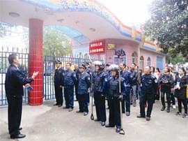 宜昌市公安民警多措并举 护航春季校园开学