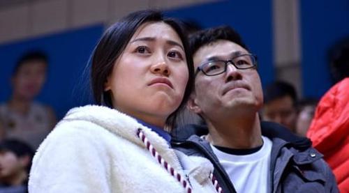 上赛季被四川横扫女球迷伤心流泪