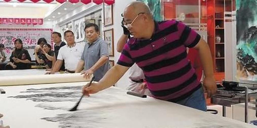 618米漓江焦墨山水画收笔 申报吉尼斯纪录