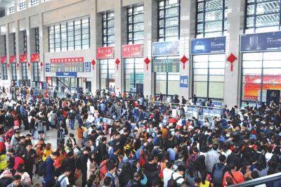 """""""十一""""黄金周 荆州安全运送旅客105.41万人次"""