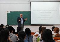 中大新华学子与世界著名经济学家Ron Anderson对话课堂