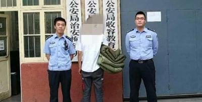 男子为索赔偿款用车堵门 民警将其拘留