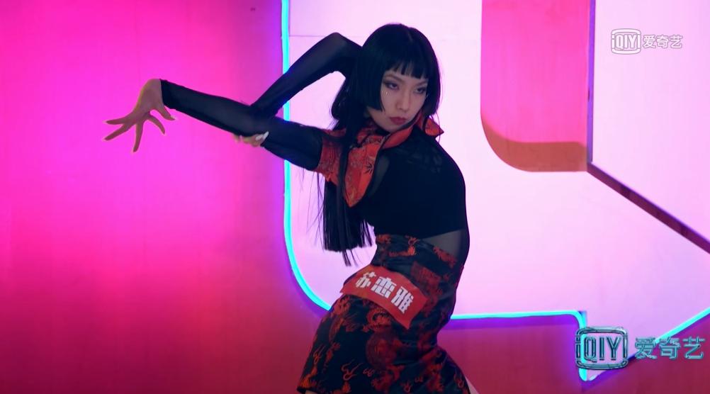 《热血街舞团》苏恋雅舞蹈惊艳 上演神级广告舞