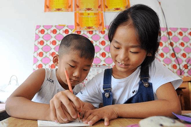 云南多地农村贫困家庭子女 实行高中免费教育