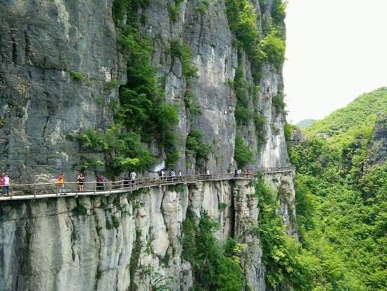 游客在恩施大峡谷被落石砸中身亡