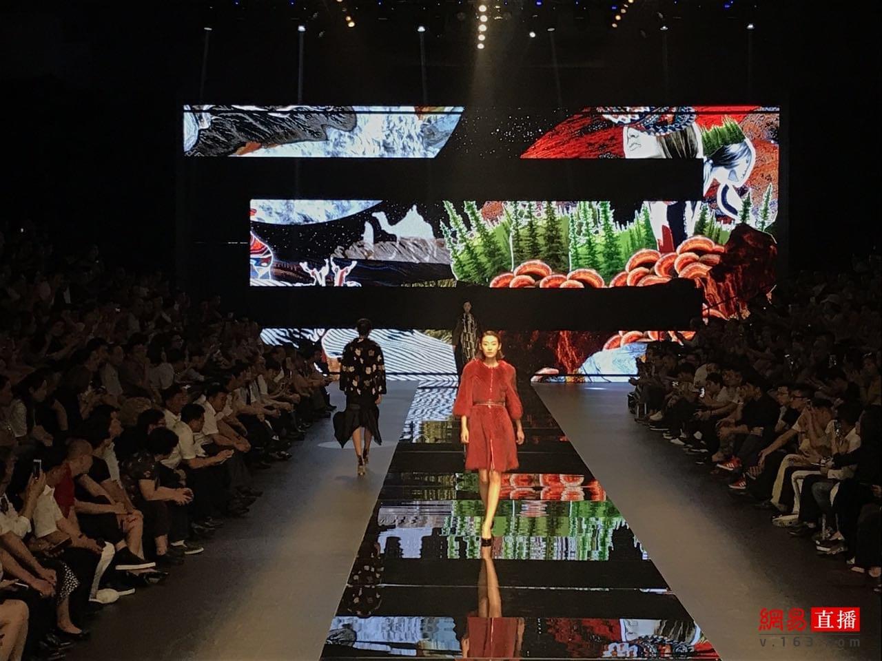 皮革时装周启幕,探寻裘皮服装流行大趋势